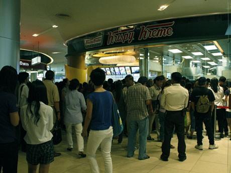 バンコクでも話題を集めて来店客が殺到するクリスピー・クリーム・ドーナツ
