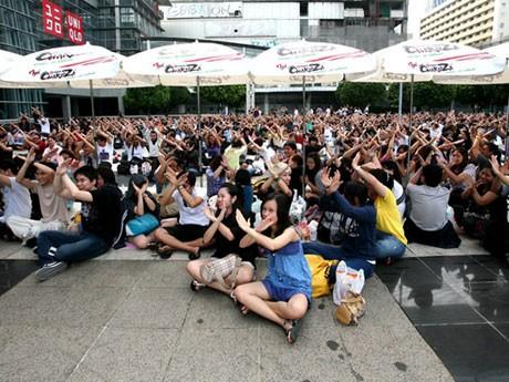 8月20日に行われたファンクラブイベントに集まったX JAPANのファン