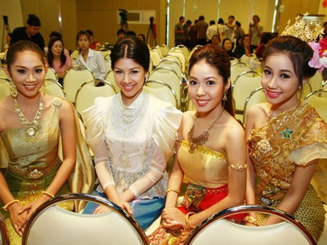 Miss Songkran of Thailand 2555 Contestのファイナリストら