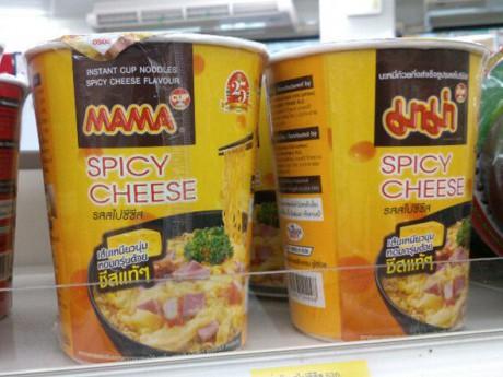 セブン-イレブンで販売中の「MAMAスパイシーチーズ味」