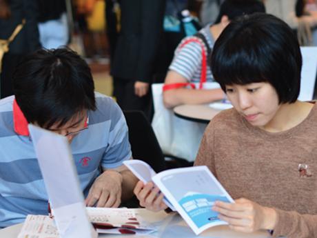 日本進学を目指してフェアに来場したタイの学生