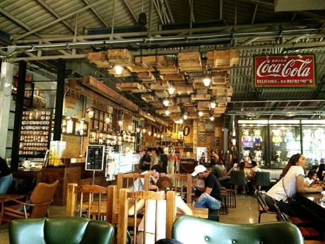 バーンコークゾーンのカフェテリア