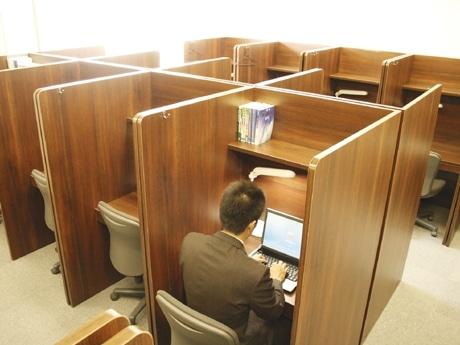 有料自習室「ウイング」内部