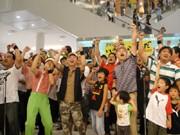 行くぞ、紅白歌合戦!-滋賀のおやじ150人が「おやじ応援歌」大合唱