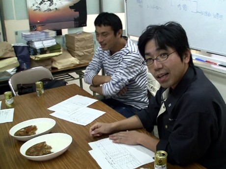 「究極の地産地消カレー」として話題を呼んだ「大津まるごとカレー」第2弾の試食会が行われた。(左から松井さん、井上さん)