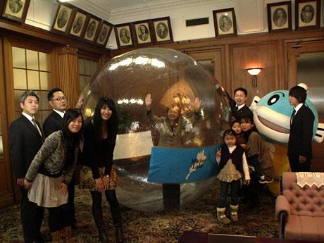 「フィッツダンスコンテスト」で滋賀県から応募し入賞。賞金の一部を滋賀県に寄付。嘉田知事もウォーターボールに入ってダンスを踊った。