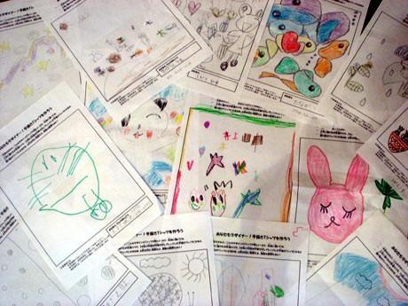 「手描きTシャツ」にする子どもたちの手描き作品