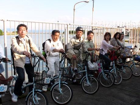 CO2を排出しない電動アシスト付き自転車「旅チャリ」を利用し、びわ湖周辺を散策する日帰り旅行「電動アシスト自転車で新たなECO旅」を開催する。