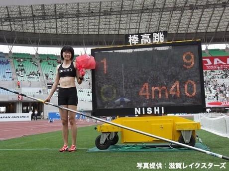 日本選手権棒高跳びで日本新記録4メートル40を跳んだ我孫子智美さん