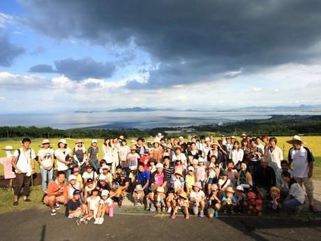 初めての「かかし祭り」に約60人の市民が参加(写真提供=北船路米づくり研究会)