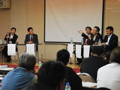 「お客が増える祭り2012」滋賀のユニーク経営者によるパネルディスカッション(右から2人目=杉本さん)