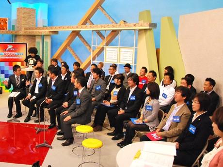 個性豊かな滋賀県内30人の若手経営者が深夜の生放送に参加し、トーク・意見交換を行った