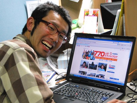 スマイル写真は専用の「770人のスマイルブログ」にパーソナリティー&リポーターの森田敦さんが自ら掲載する