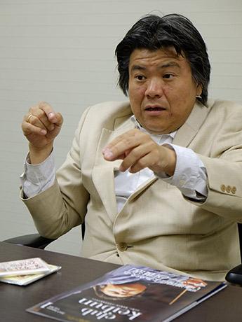 記者会見で篠崎さんは公演にかける意気込みを熱く語った(しがぎんホール)