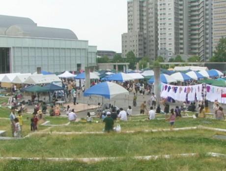 1回目の「アースデイ・しが2011」-多数の来場者で盛り上がる会場の模様