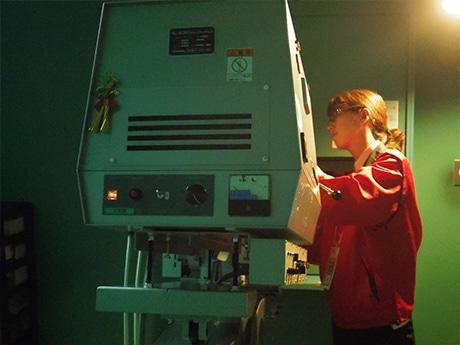 今は使われていないフィルム式映写機