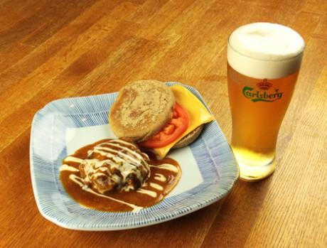 「快食空間makanaiya(まかないや)」のフードメニュー「煮込みハンバーグ特製バンズ添え」