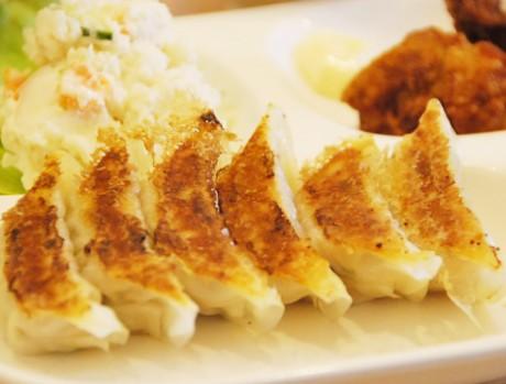 餃カラ定食(500円)「タケノコのシャキシャキした食感に近江牛をふんだんに使い、さっぱりした味に鹿児島豚で甘みを加えた」という素材の組み合わせが特徴