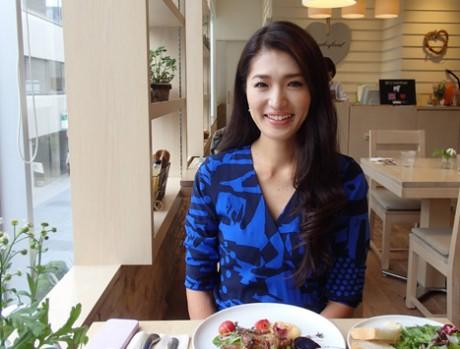 「女性は浮き沈みが多い性質だからこそ希望を与えていきたい」と表参道のカフェで廣瀬さん