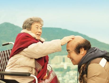 日本映画第1位&copy 2013「ペコロスの母に会いに行く」製作委員会