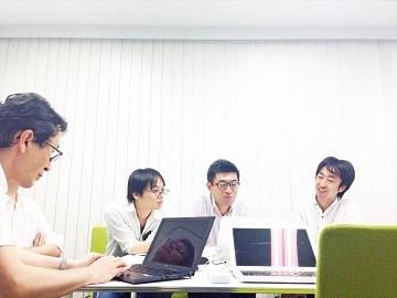 ワークショップでデータの変換作業に取り組む「Code for Shiga / Biwako」のメンバー(Code for Shiga / Biwako 提供)
