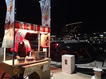 大津港から出港する「汽船deおでん」往路は乗船前に滋賀の地酒のワンカップか缶ビールが振舞われる