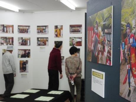 第1回関蝉丸芸能祭で撮影された100点の写真が展示されている