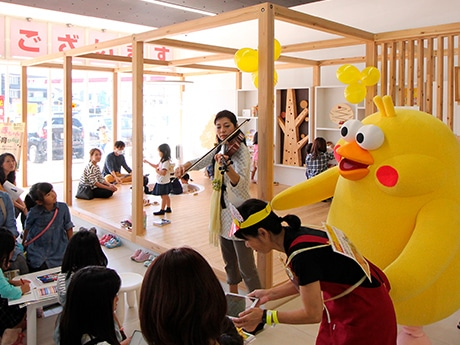 栗東のドコモショップ移転1周年 「木育ひろば」で子ども向けイベント