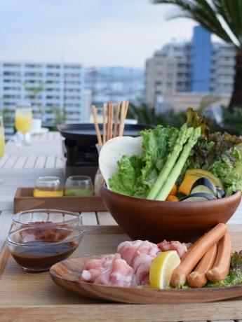 近江野菜を中心とした健康的なBBQを屋上テラスで味わえる