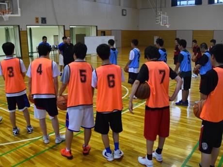 トライアウトの様子。滋賀県内のわれこそはという中学生が集まった