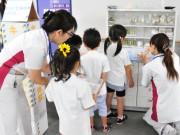 子どもたちに医療職業体験を 草津総合病院「サマーフェスティバル2017」
