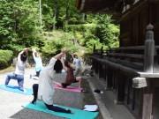 石山寺・多宝塔そばでヨガ体験 壮大な自然の中で癒やしの時間