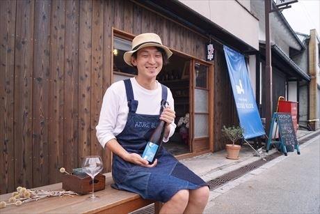中山(なかせん)道の町並みに歴史を感じ、昭和の雰囲気が残る店舗に引かれ、この地で開業を決めたという店主の佐々木祐哉さん