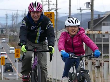 前回開催の様子 自転車に乗る親子