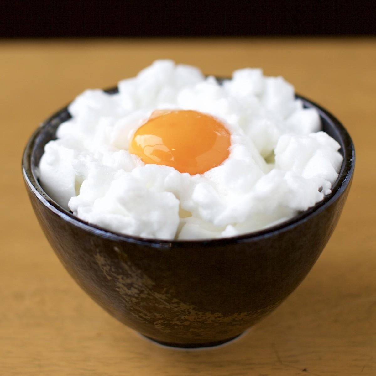 メレンゲ状に白身を泡立てた卵かけご飯「スノームーン」