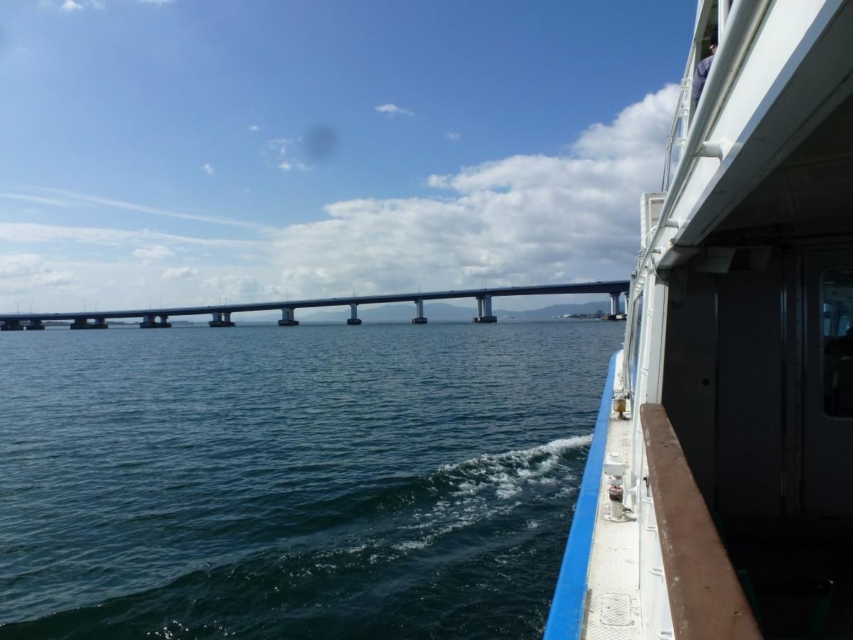 船から見た琵琶湖大橋