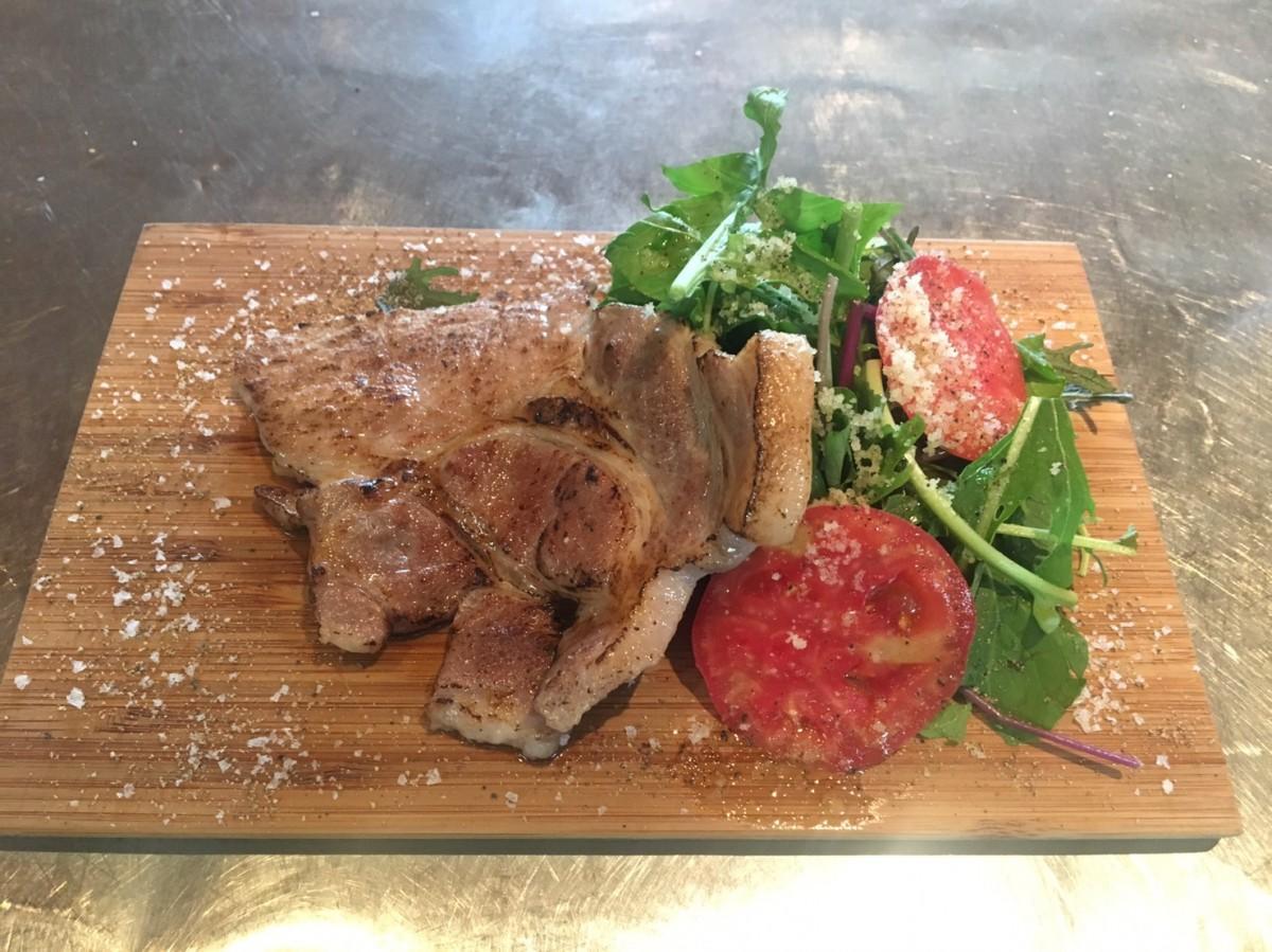 「プレーゴ」の地元野菜と自慢のお肉の炭火焼
