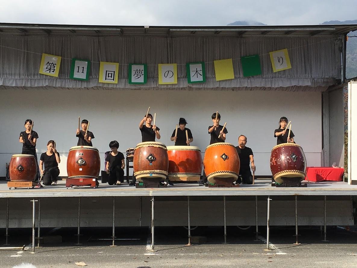 近江舞子の伝統芸能、野村太鼓のステージ