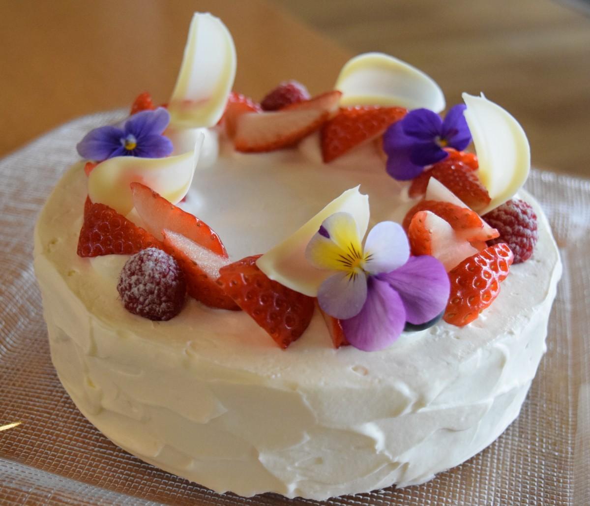 エディブルフラワー(食用花)を使ったクリスマスケーキ