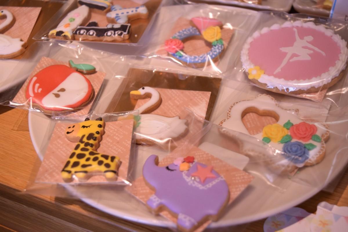 店内には約30種類のアイシングクッキーが並ぶ