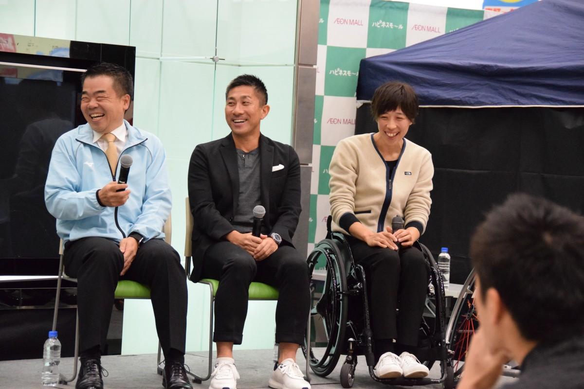 前園真聖さん、北田千尋さん、三日月大造県知事によるトークショー