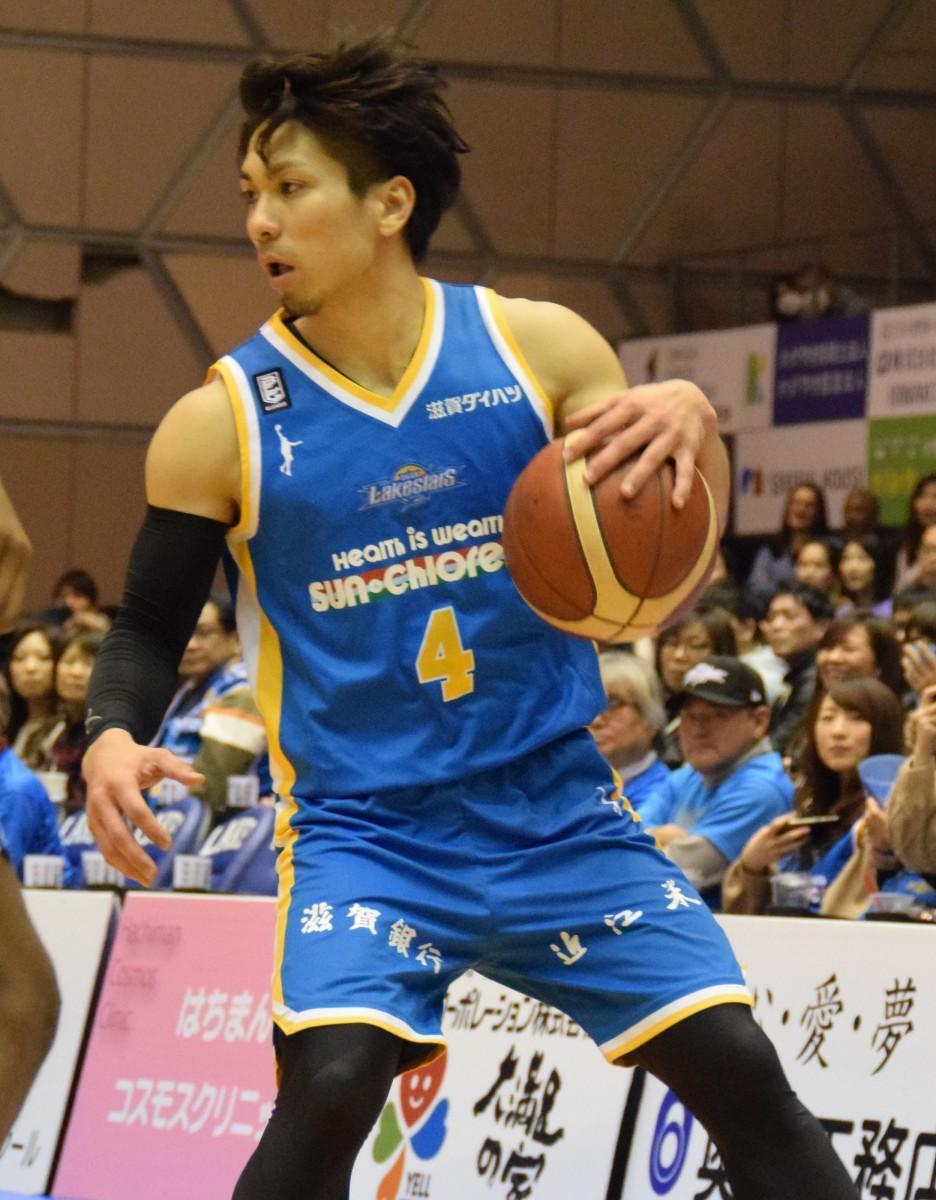 厳しいディフェンス、ゲームメーク、効率の良いシュートで試合の流れを変えた狩俣昌也選手