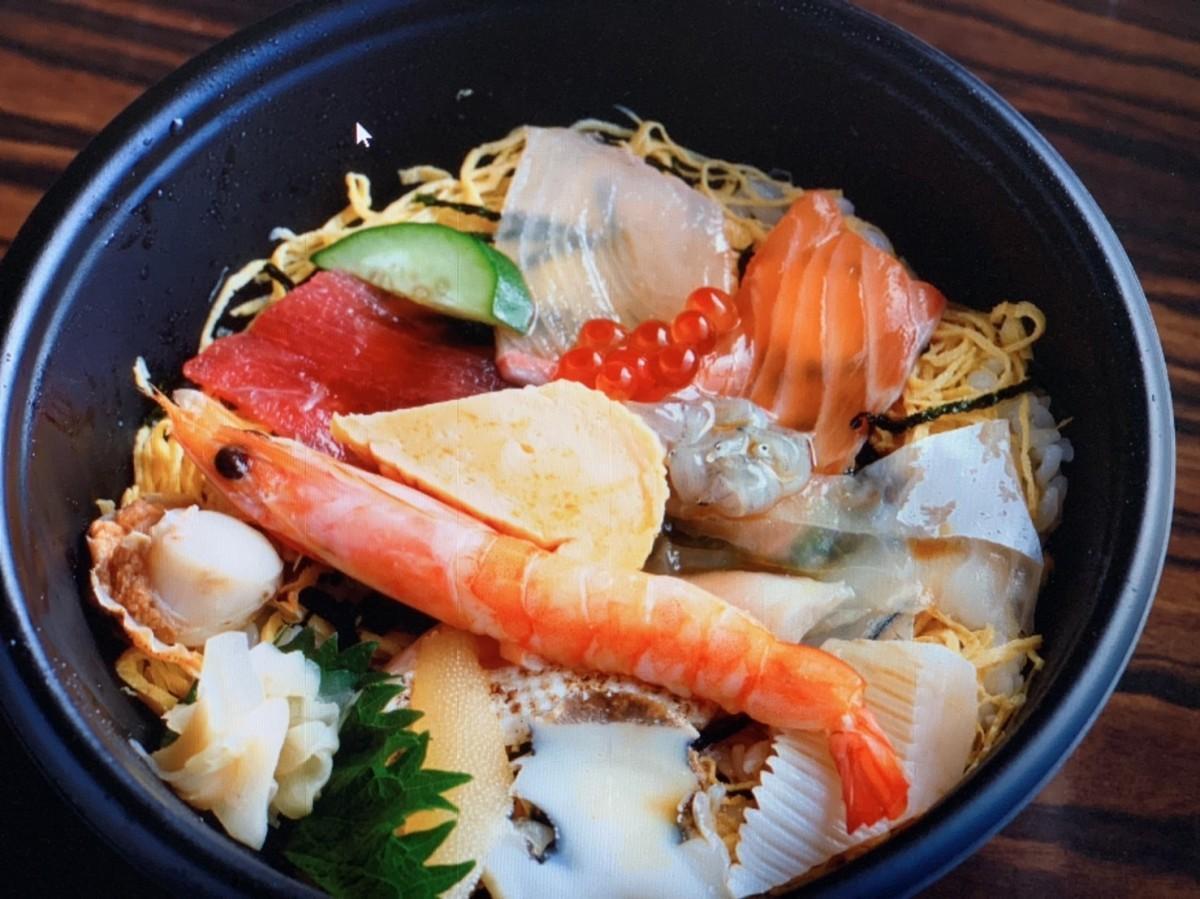 「江州」が週末限定で提供する海鮮丼
