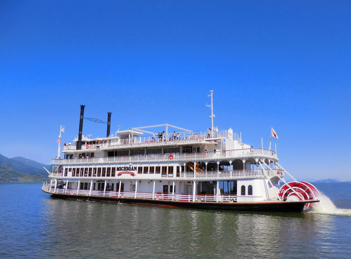 琵琶湖を周遊するクルーズ船「ミシガン」