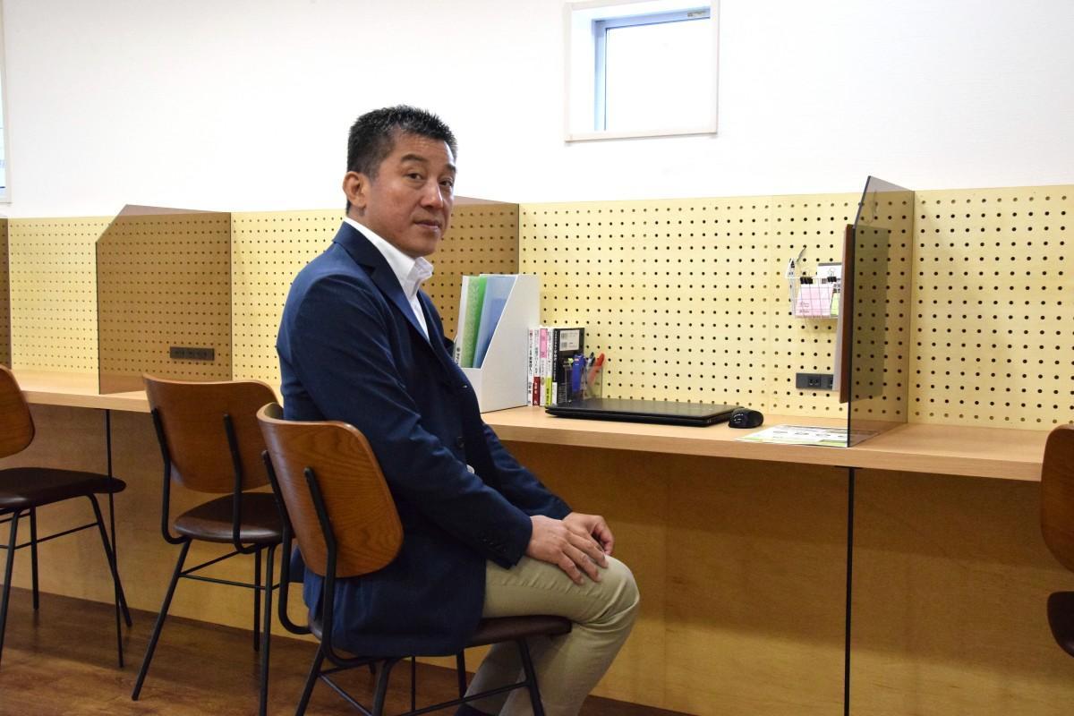 テナントショップの水野社長「コワーキングスペースで開業する人の応援をしたい」と話す