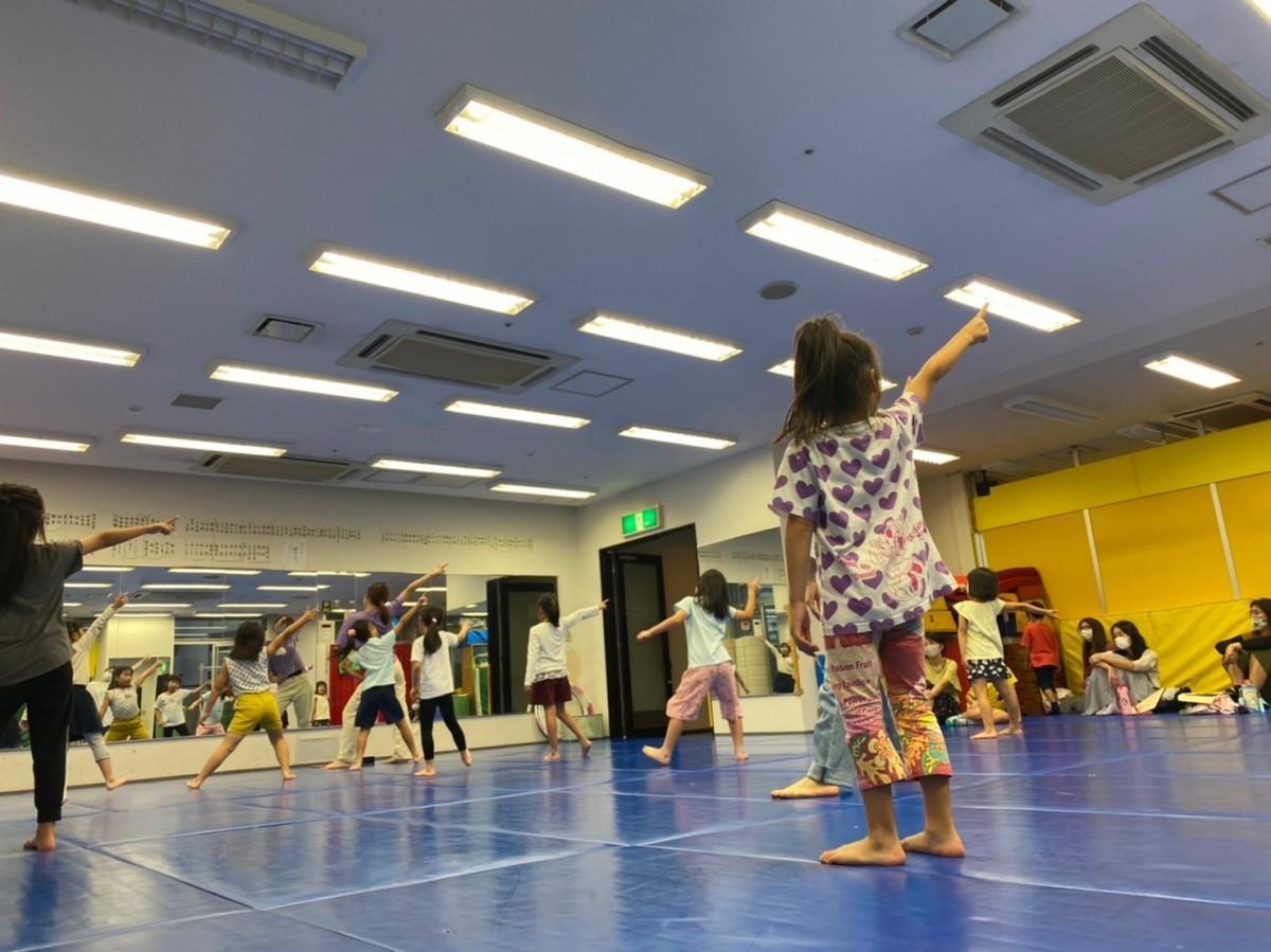 キッズダンススクールの体験会の様子 子どもたちがダンスを楽しんだ