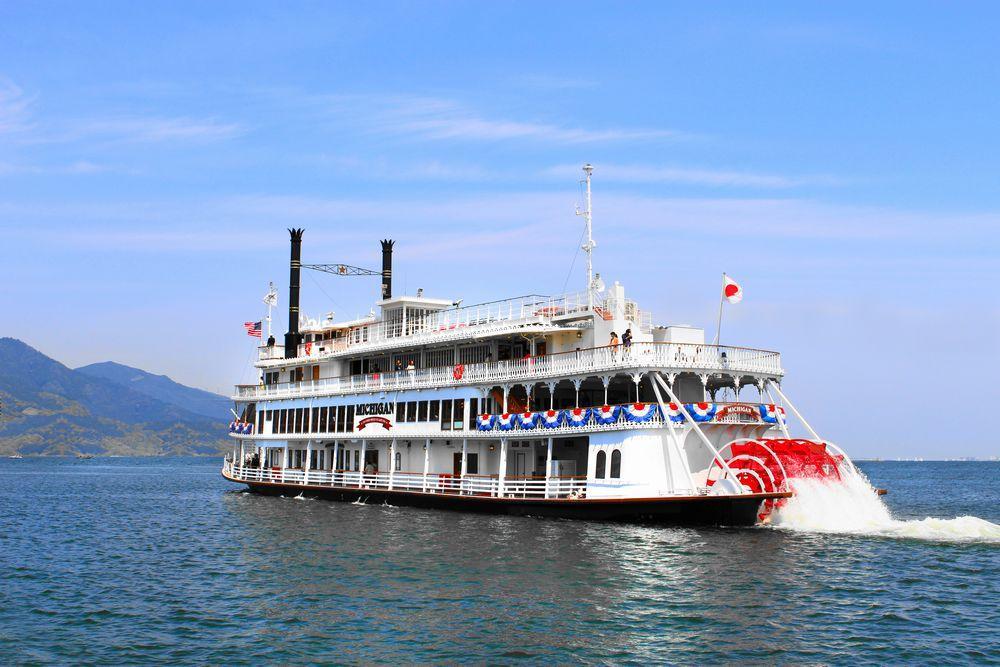 琵琶湖の遊覧船「ミシガン」