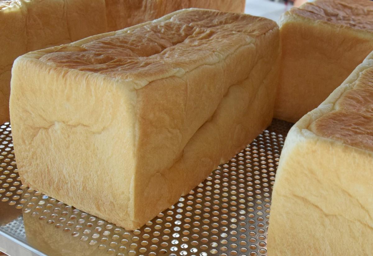 オーブンから出されたばかりの「HARE/PAN」の純生食パン