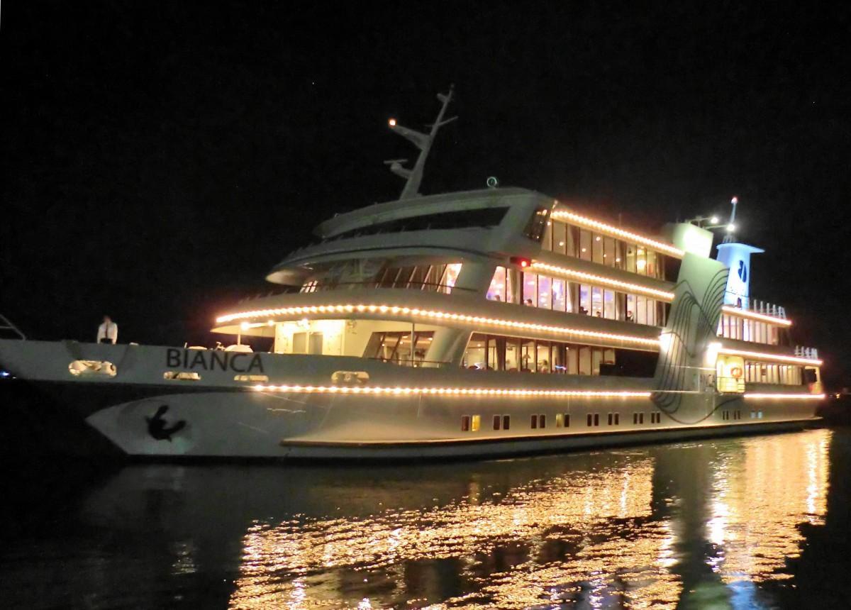 琵琶湖の大型客船「ビアンカ」でナイトクルーズ