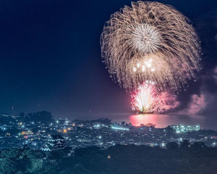「非密の花火大会」彦根の琵琶湖岸で、告知なしに打ち上げられた花火